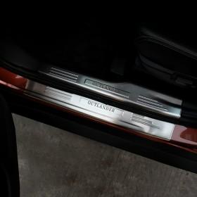 Накладки на дверные пороги Мицубиси Аутлендер