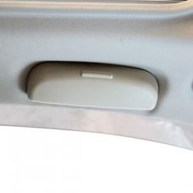 Очечник вместо водительской ручки двери Мицубиси Аутлендер