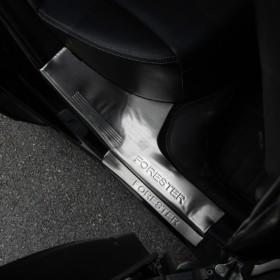 Накладки на внутренние дверные пороги Субару Форестер