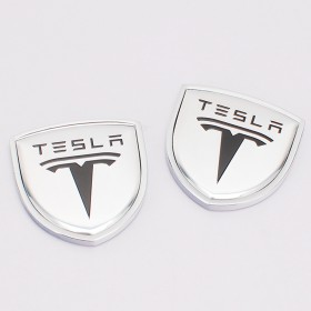 Шильдики с логотипом на задние стойки дверей Тесла