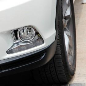 Хром накладки на передние туманки Тойота Хайлендер 2014-2016