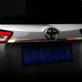 Хромированная накладка на дверь багажника Тойота рав4
