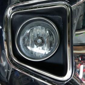 Хром накладки на передние туманки Тойота Тундра 2 рестайлинг